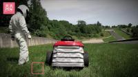 驾驶时速201Km的割草机欢快的玩耍