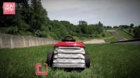 驾驶时速201Km的割草机欢快的玩耍。