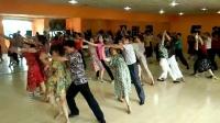 潜江市李老师交谊舞班学跳《绽放》伦巴。2017年6月27日