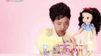 小伶玩具: 爸爸和女儿瓜分了所有的泡泡糖, 不害怕妈妈会生气吗