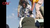 国际空间站3名宇航员返回地球 国际时政 20190626