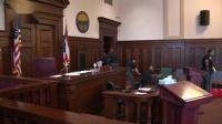 美国俄亥俄州法庭骚乱 原告儿子对被告大打出手 国际时政 20190712
