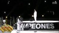 皇马32冠系列:球迷拍摄多明戈表演