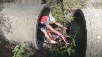 技巧与胆量的考验 牛人大展现自行车特技