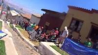 世界最惊险城市速降赛 自行车狂人俯冲狂飙刷街