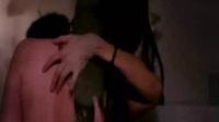 美女与小伙浴室湿身热吻 激情床吻戏