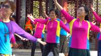 《爱你八年.美我健康》《下集.林中蹋歌》南湖社区广场舞队  吴贤斌报道