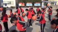 小学体育《不同姿势的原地拍球》优秀教学视频