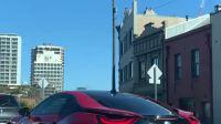 红色i8真帅啊,车牌号是1阿尔法
