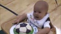【时光】吃蛋糕对宝宝绝对是个考验!