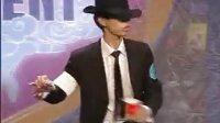 帅气魔术师模仿MJ