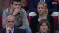 皮克夏奇拉看球情不自禁热吻 普约尔尴尬回避
