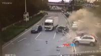 【拍客】东莞东部快速发生惨烈车祸 十余辆车被连环摧毁