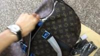 M56711 LV路易威登旅行袋旅行包手提包老花黑皮购买加微信375959018特价促销高仿精仿一比一原单奢侈品折扣