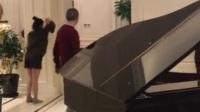 《芳华》陈道明弹钢琴伴奏...歌伴舞...
