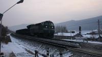 货列 27002次 HXN50115 通过绥佳线K182KM道口朗乡镇