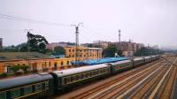 【火车视频】阜新南站车迷候车室-146 一颦一笑