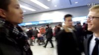 家庭在上海国际机场接互惠生Jeff