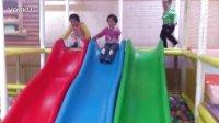 【球妈】搞笑 2岁宝宝连滚带爬滑滑梯 笑死啦!