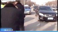 山东高唐:酒驾拒检测 司机大闹街头