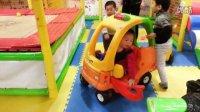 佟佟在儿童乐园