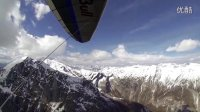无动力三角翼飞在雪山之上