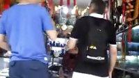 [拍客]老外买铜钟杀价一条街,国际砍价大师哈!