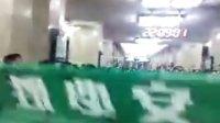 国安球迷赛后地铁内京骂