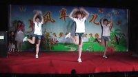 幼儿园老师欢快舞蹈
