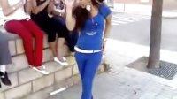 街头的舞蹈音乐女孩们