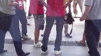 """2013年7月19号,南宁会展中心车展,""""贵宾""""殴打学生志愿者"""