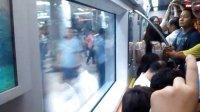 【拍客日记】——去宋庄,路上拥挤的地铁。
