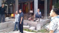 【拍客日记】——黄岩老师在跟城隍庙里的村民交流