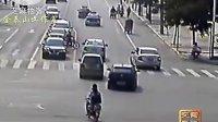 山东菏泽交警发布的交通事故监控视频录像