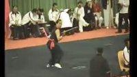 活用两端,横打一片的棍术 〔回归杯香港国際武术節片段【一】〕