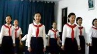 实拍朝鲜女中学生用中文唱红歌