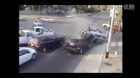 车祸惊魂 十字路口车祸的惨烈车祸