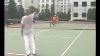 库兹涅佐娃教练史蒂芬在超达网校指导网球训练
