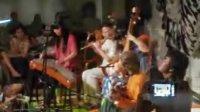 中国和印度音乐家即兴合作演出