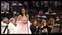 女高音 安吉拉.乔治乌演唱普契尼歌剧《托斯卡》选曲---为艺术,为爱情。