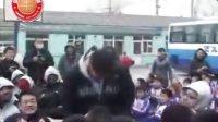 CBA明星球员到访小学 参加公益活动