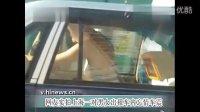 实拍上海一对男女出租车内忘情车震