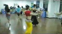 可爱学生的初次肚皮舞视频--舞蹈KISS