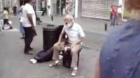 街头艺人-充满激情的吉他老爷爷