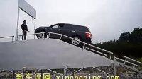 新车评网实测:汉兰达四驱版爬坡25度