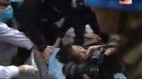 上海高楼特大火灾事故 28层住宅高楼突发大火 争分夺秒紧急救援 101116 新闻直通车
