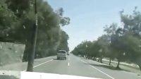 外国公路上汽车大爆炸