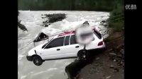 牛!看看俄罗斯汽车如何过湍急河流的