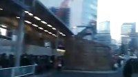 日本地震-东京交通瘫痪,实拍东京车站门口