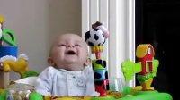 【Edwin】网络爆红宝宝!妈妈一擤鼻涕,宝宝就被吓坏,然后又笑,这宝表情给力了。被吓坏又被乐坏 哈